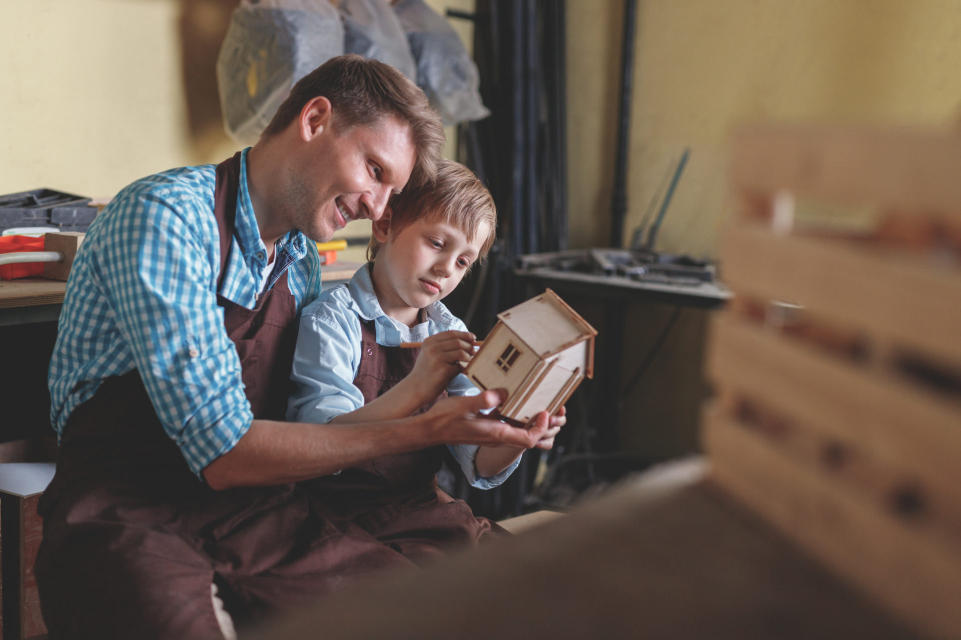 プログラミング教室が活況ですが、果たして子供をプログラミング教室に通わせる必要はあるのでしょうか? ここでは、家庭学習の方法について紹介します。